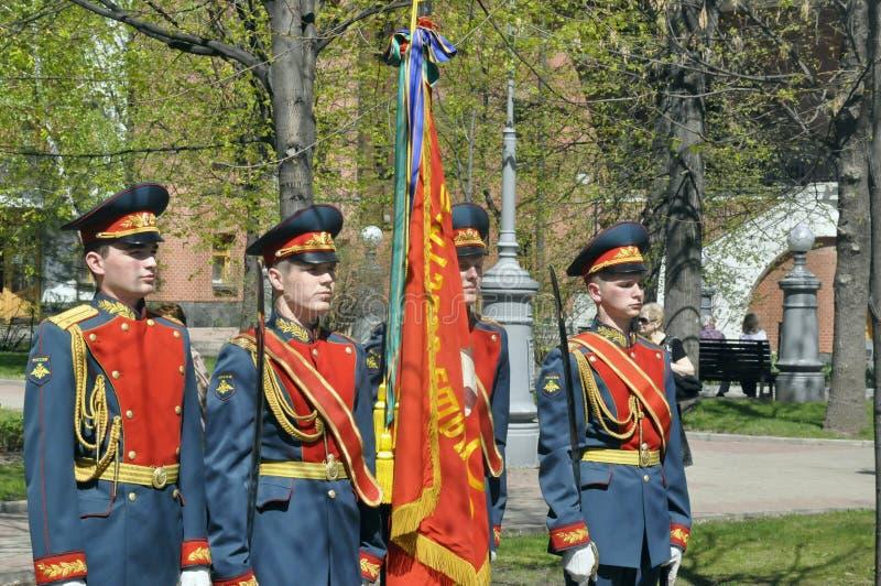 Moskwa, Rosja, Maj 9, 2018, honorujący Wielką Patriotyczną wojnę żołnierzami transfiguracja weterani wojenni i pułk obraz stock