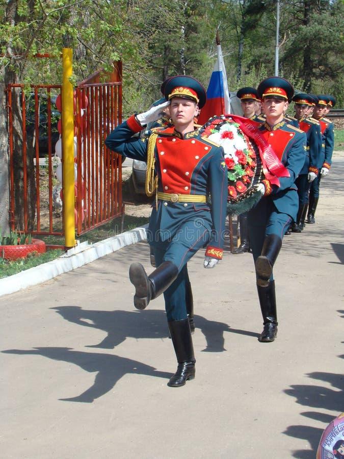 Moskwa, Rosja, Maj 9, 2018, honorujący Wielką Patriotyczną wojnę żołnierzami transfiguracja weterani wojenni i pułk obrazy royalty free