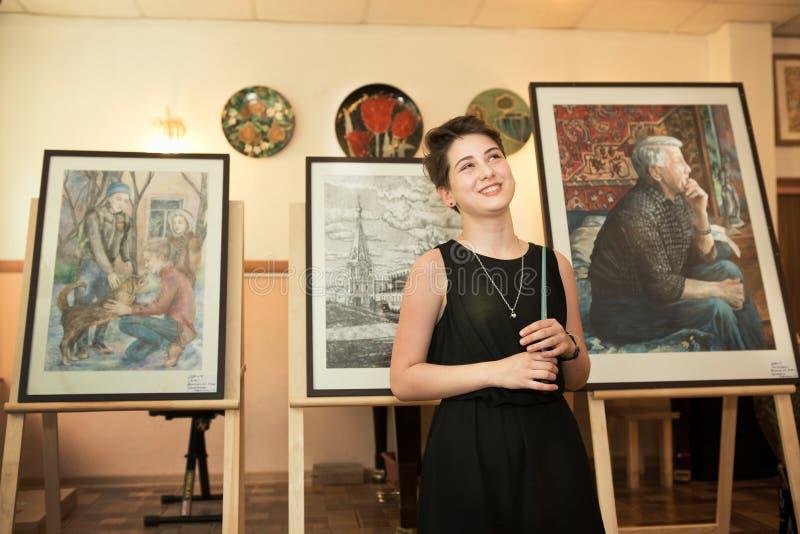 MOSKWA, ROSJA, MAJ 19, 2014: Niezidentyfikowany nastolatek dziewczyny graduat zdjęcia stock
