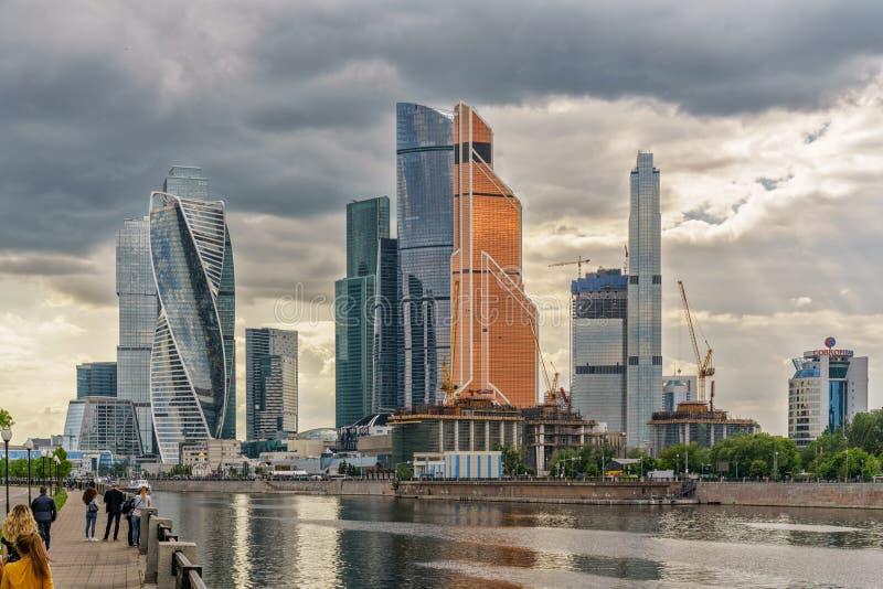 Moskwa Rosja, Maj, - 26, 2019: Panoramiczny widok miast drapacz chmur przy Moskva rzeką, Rosja miasto jest biznesem fotografia royalty free
