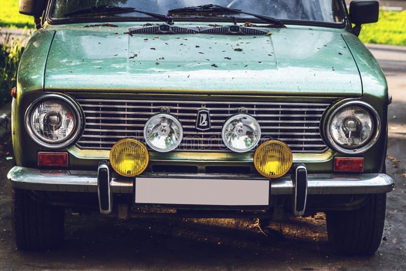 MOSKWA ROSJA, MAJ, - 15, 2019: Stary samochodowy Moskvich na ulicie fotografia royalty free