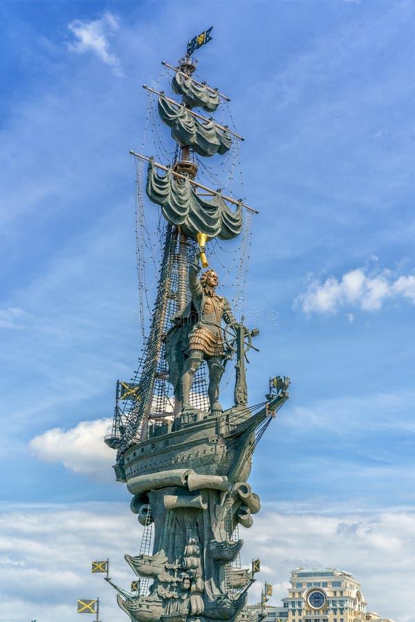 Moskwa Rosja, Maj, - 26, 2019: Widok zabytek Rosyjski cesarz Peter Wielki Peter Najpierw, architekt Zurab Tseretely zdjęcie stock