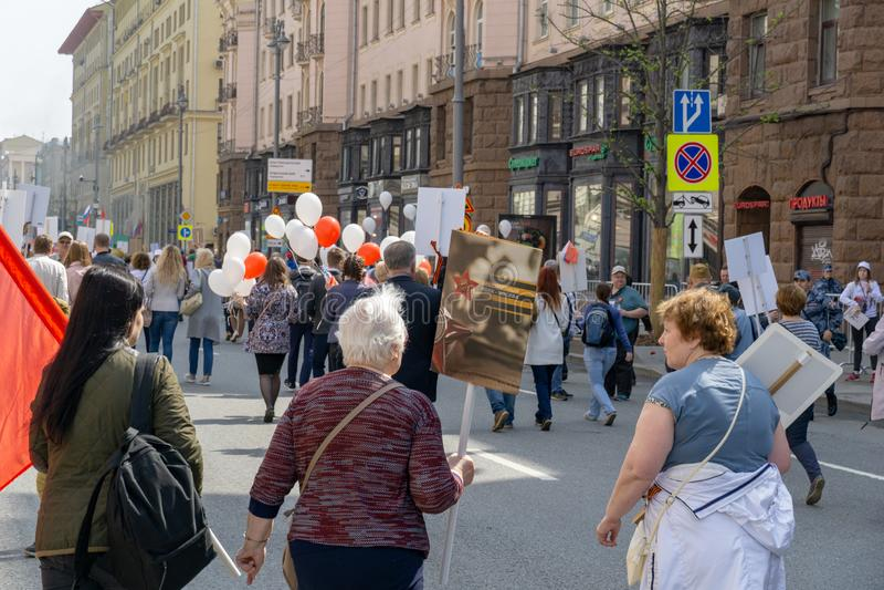 MOSKWA, ROSJA - 9 MAJA 2019: Nieśmiertelna procesja pułkowa w Dniu Zwycięstwa obraz royalty free