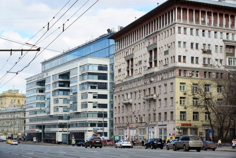 Moskwa Rosja, Marzec, - 14, 2016 Centrum biznesu Citydel i domy Stalinowska architektura na ogródzie Dzwonimy fotografia stock