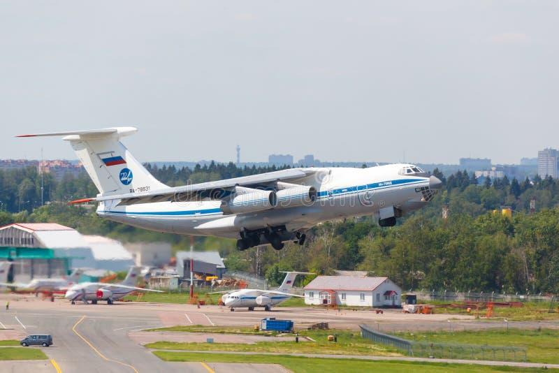 Moskwa, Rosja - 12 Sierpień, 2017 Radziecki ładunku samolot il-76 zdjęcia stock