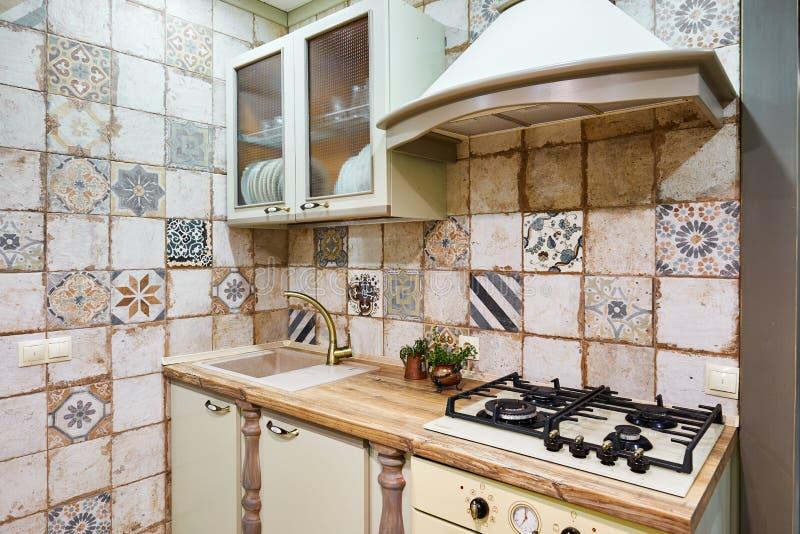 Moskwa, Russia, 01 02 2019: Nowy nowożytny kuchenny wnętrze w luksusu domu zdjęcie stock