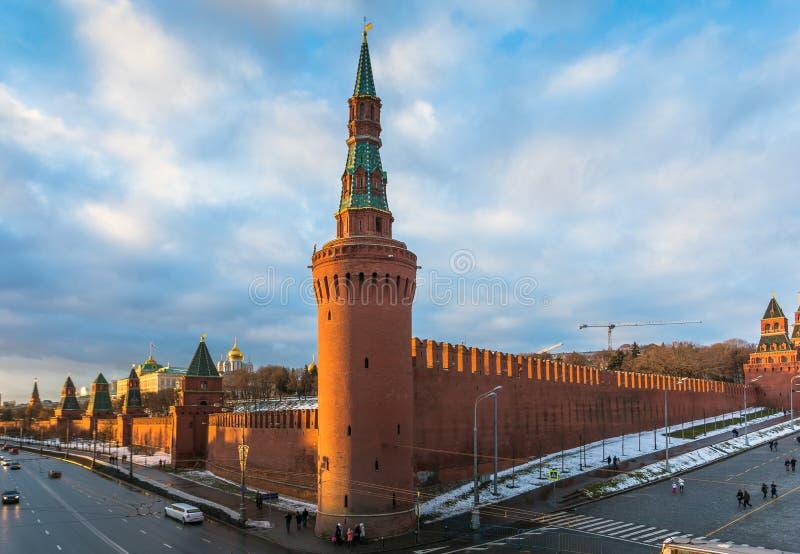 Moskwa rzeka i Kremlin bulwar przy zimą zdjęcie royalty free