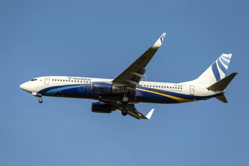 Moskwa, wrzesień 02, 2018: Domodedovo lotnisko, Boeing 737-800 Nord linii lotniczych Gwiazdowy samolot ląduje obraz stock