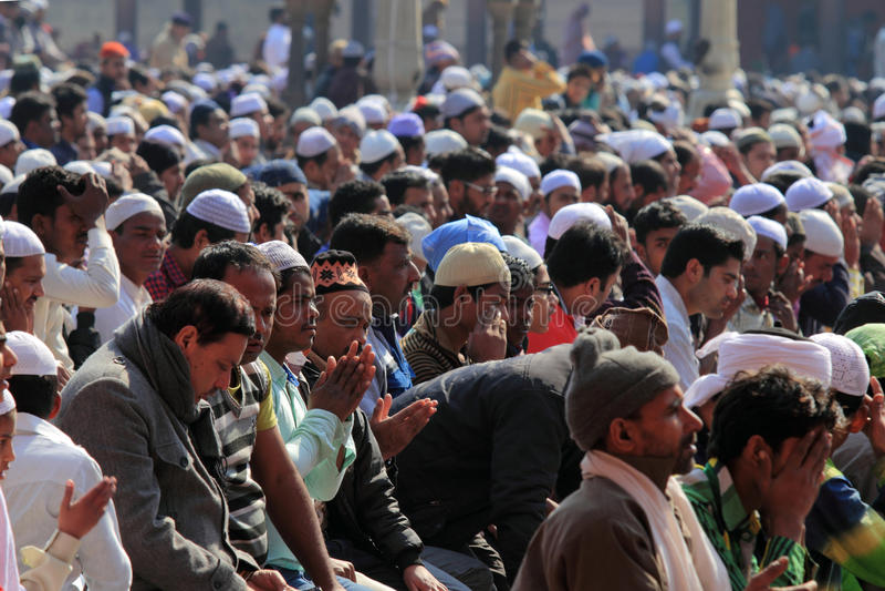 Moslemische eifrige Anhänger lizenzfreies stockfoto
