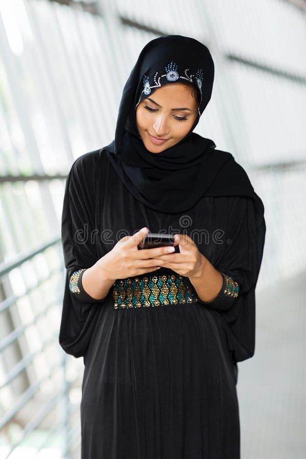 Moslemische Frauen-E-Mail lizenzfreie stockbilder