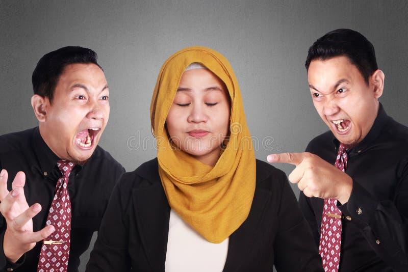 Moslemische Geschäftsfrau Smiling Keep Calm stockfoto