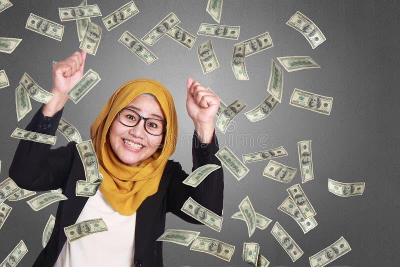 Moslemische Geschäftsfrau Winning Gesture stockbild