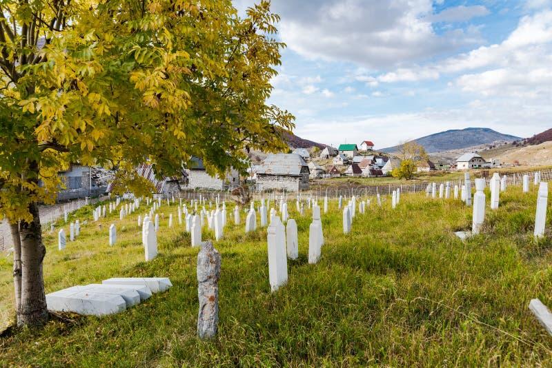 Moslemischer Kirchhof in Lukomir, Bosnien stockfoto