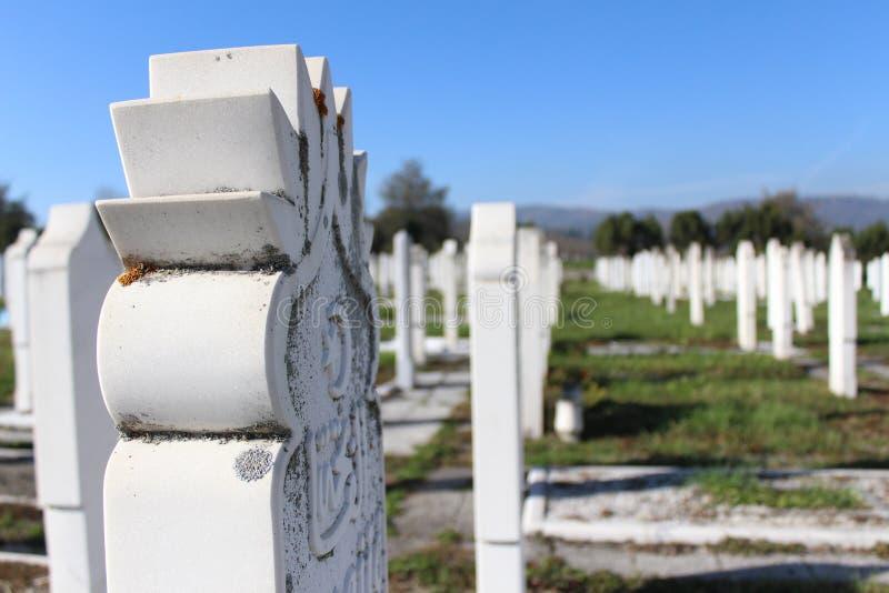 Moslim oude Islamitische begraafplaats stock afbeelding