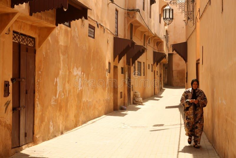 Moslim vrouw in medina royalty-vrije stock foto