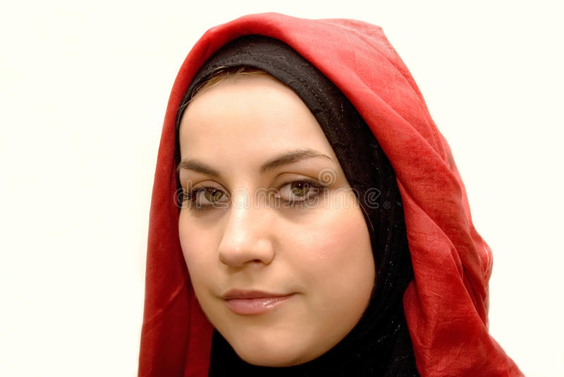 Moslim vrouw in rood stock fotografie
