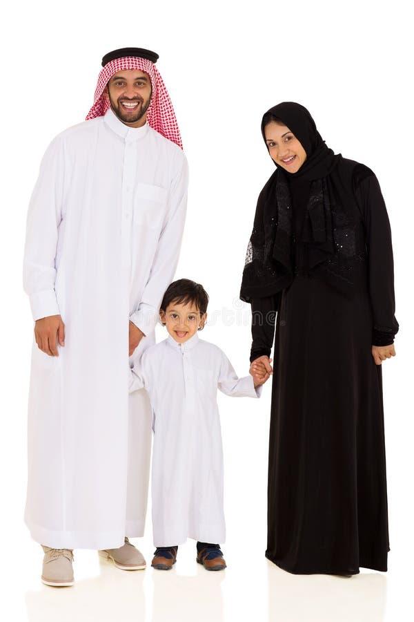 Moslimfamilie die zich verenigen stock foto