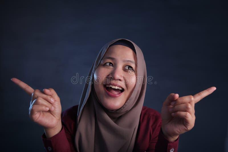 Moslimvrouw met het Denken Uitdrukking royalty-vrije stock foto