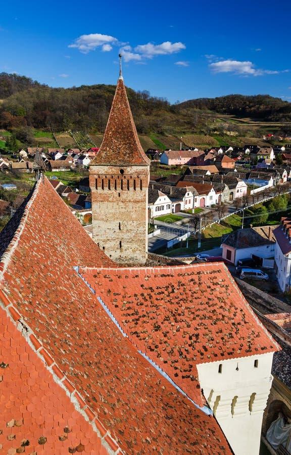 Mosna村庄和被加强的教会,罗马尼亚 免版税库存图片