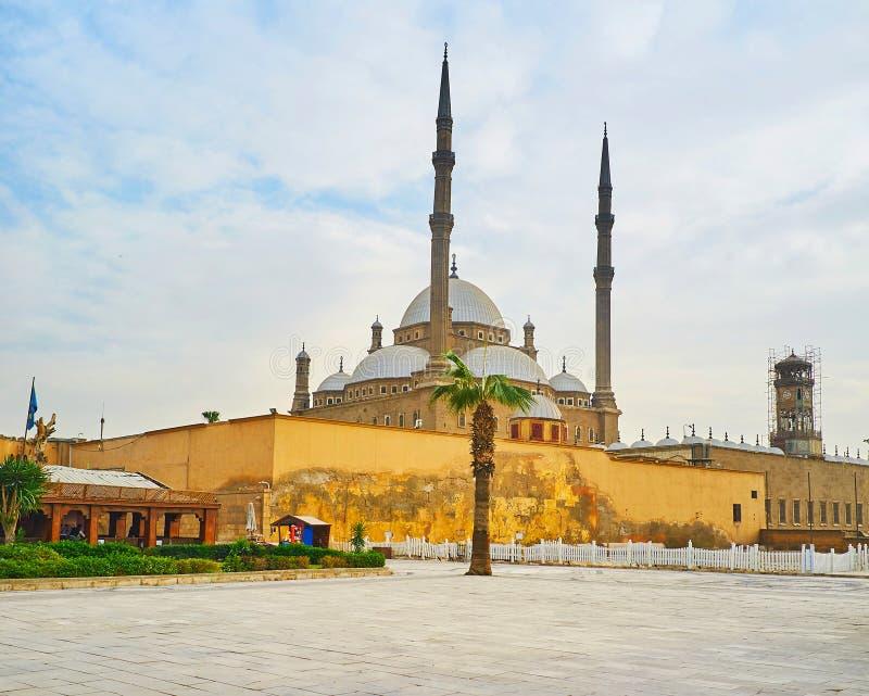 Mosquée d'albâtre derrière le mur, le Caire, Egypte photographie stock