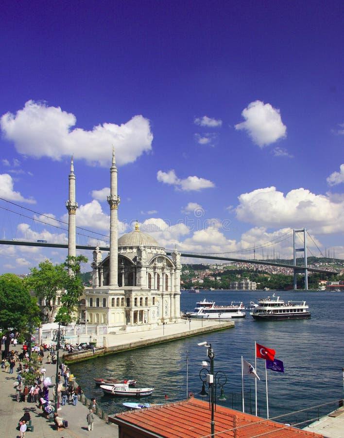 Mosquée d'Ortakoy et passerelle de Bosphorus image libre de droits