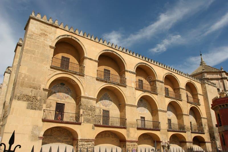 Download Mosquée de Cordoue image stock. Image du ciel, jaune, andalusia - 8668549