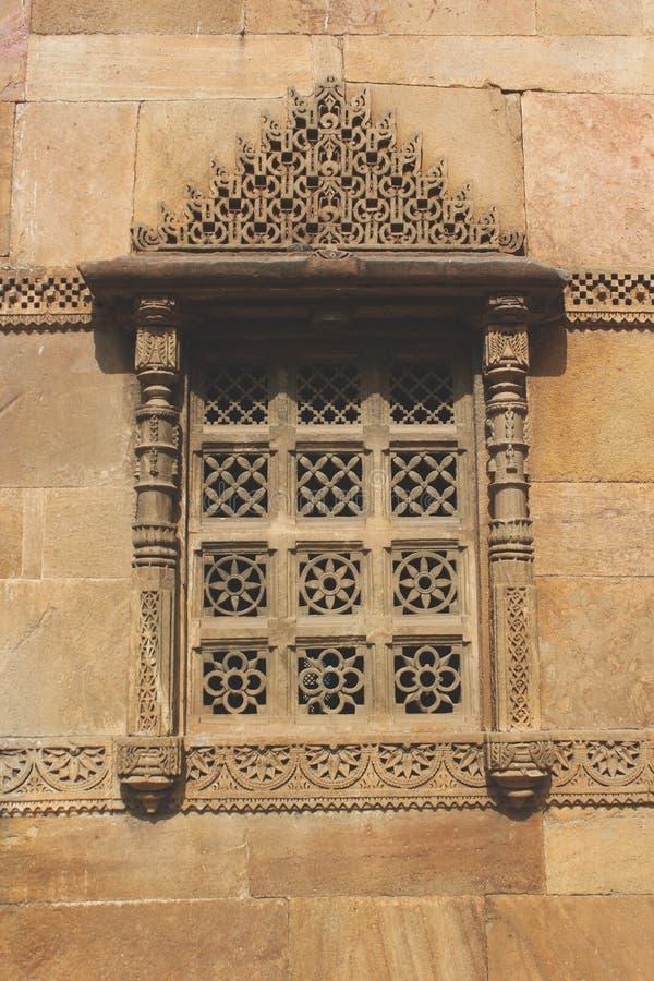 Mosquée de découpage en pierre de rupmati de ranis de fenêtre images libres de droits