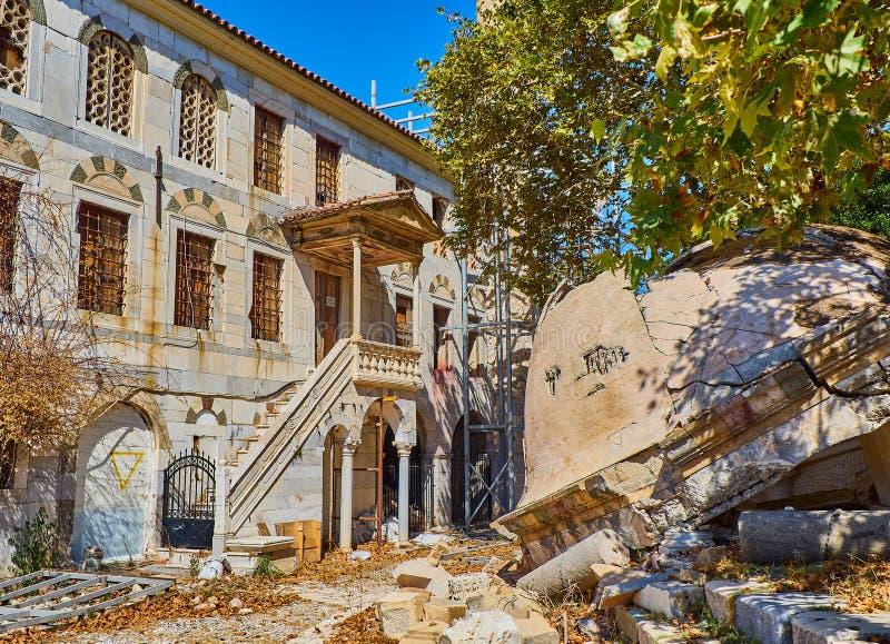 Mosquée de Gazi Hassan Pasha et l'arbre de Hippocrate Kos, Greec photo libre de droits