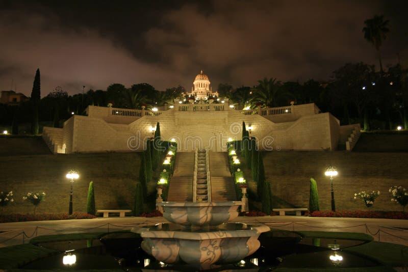 Mosquée de Haïfa par nuit images stock