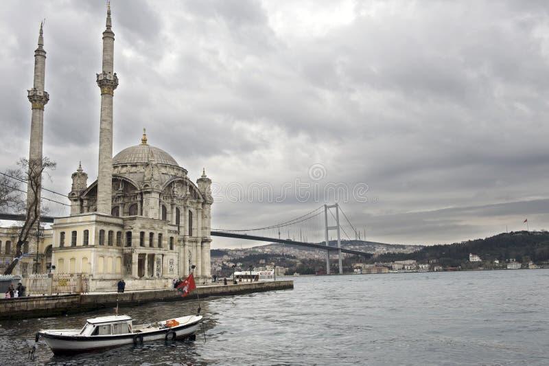 mosquée de passerelle de bosporus ortakoy photographie stock