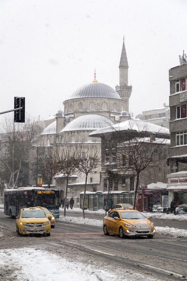 Mosquée de Sisli sous la neige, secteur de Sisli d'Istanbul, Turquie photo stock