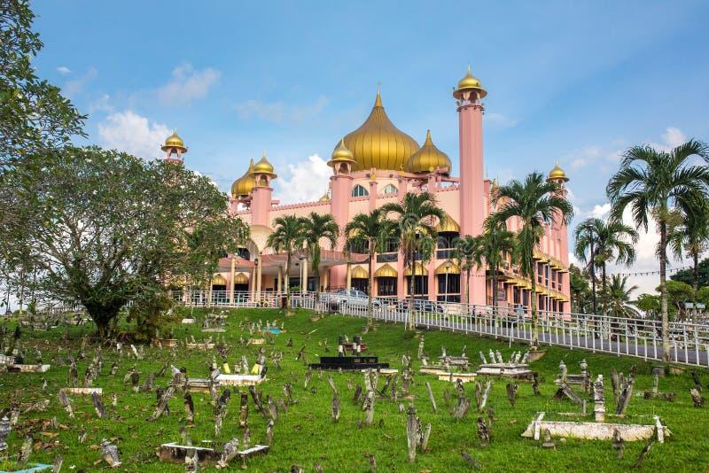 Mosquée de ville de Kuching Masjid Bahagian au temps de jour photos libres de droits