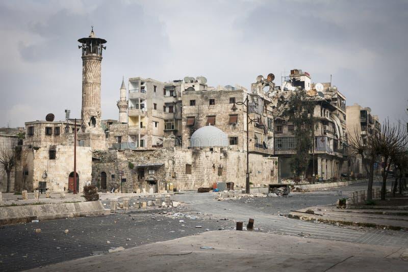 Mosquée endommagée par bataille Alep. images libres de droits