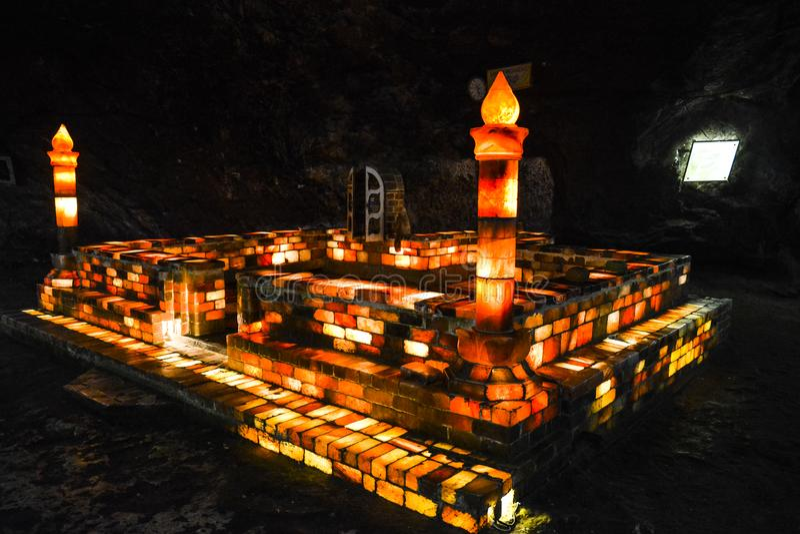 Mosquée faite de briques de sel à l'intérieur du mien de Khewra image libre de droits