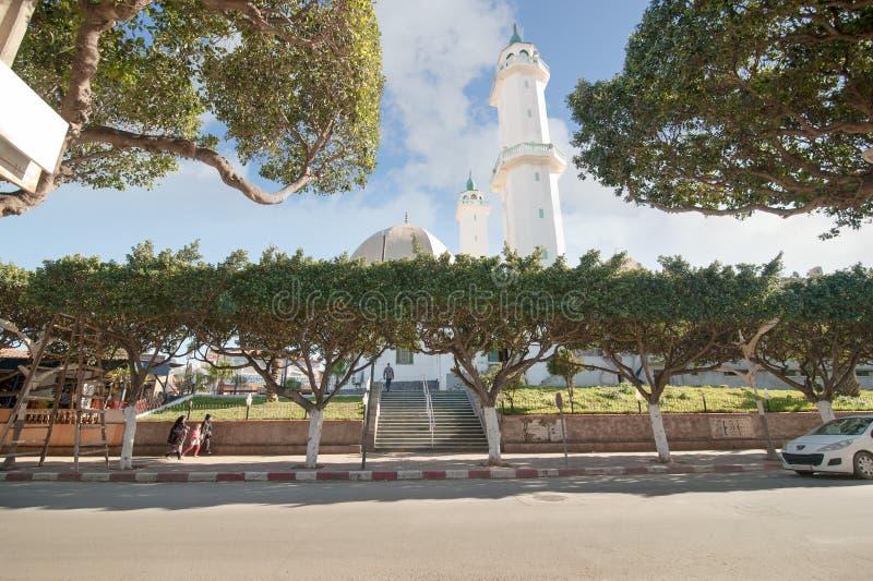 Mosquée Oued Alayeg dans Tipaza Algérie La mosquée a le minaret deux et le plus grand bâtiment saint dans Tipaza photos libres de droits
