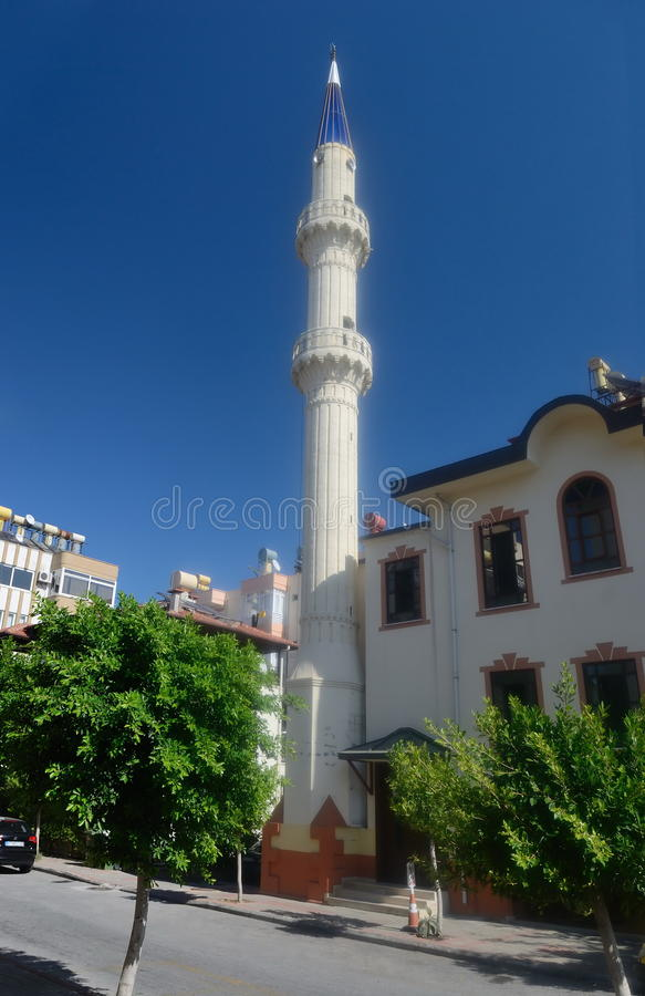 Mosquée sur une rue d'Alanya. Turquie photos libres de droits