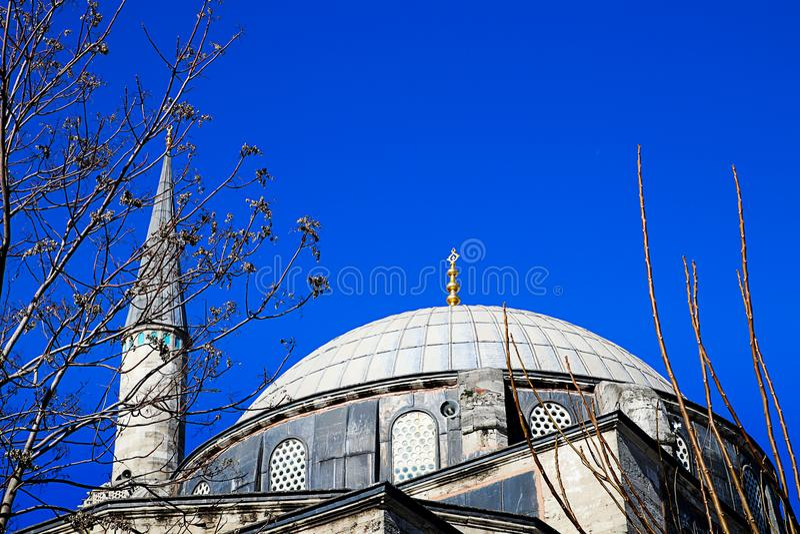 Mosquées et ciel bleu photographie stock