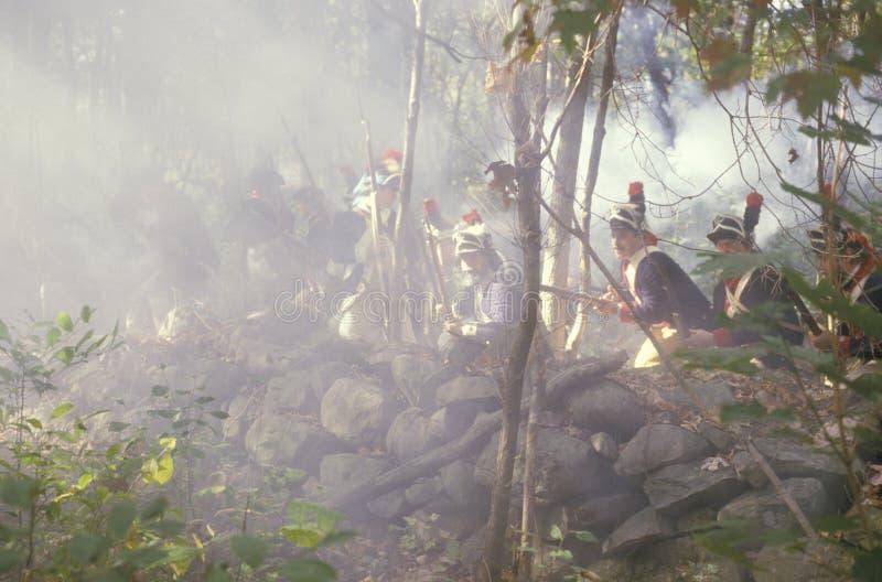 Mosquetes americanos del fuego de los soldados imagenes de archivo