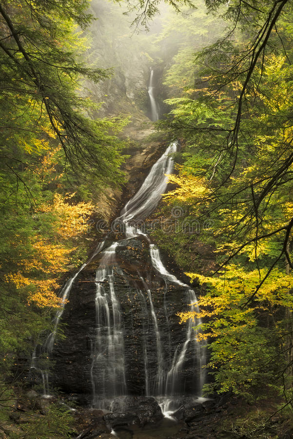 Moss Glen Falls i höst royaltyfri bild