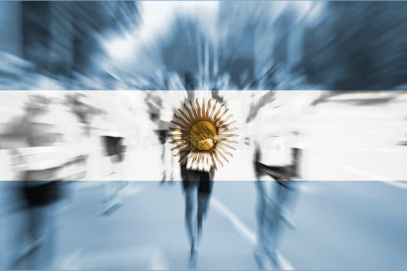 Mosso del corridore maratona con il mescolamento della bandiera dell'Argentina fotografie stock libere da diritti
