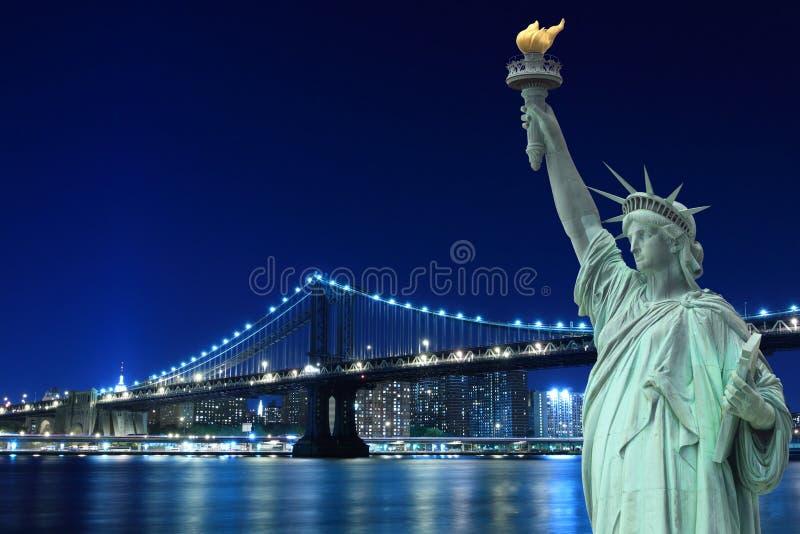 Most Brooklyński i Statua Wolności obraz stock