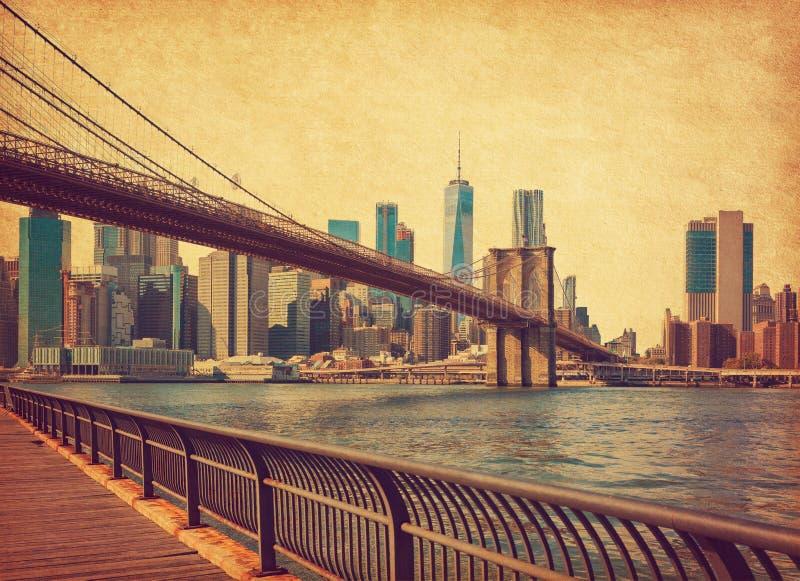 Most Brooklyński z Dolnym Manhattanem w tle w czasie dziennym, Nowy Jork, Stany Zjednoczone Zdjęcie w stylu retro A zdjęcia royalty free