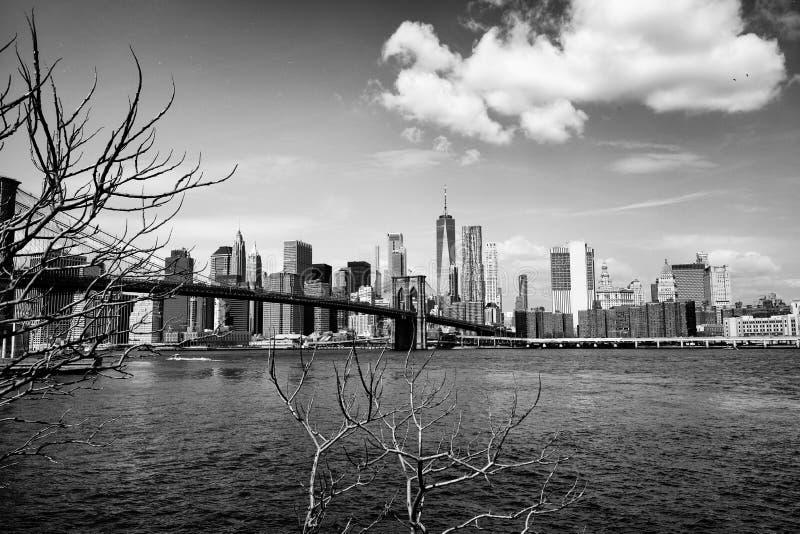 Most Brooklyński z Miasto Nowy Jork linią horyzontu zdjęcia stock