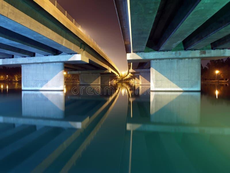 Most i noc od Adana Seyhan jeziora zdjęcia stock