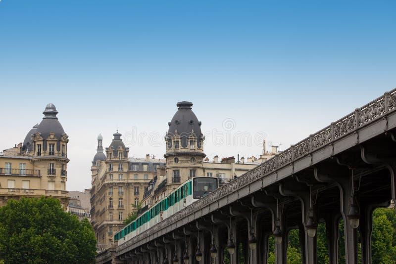 most idzie taborowy Paris metro obraz stock