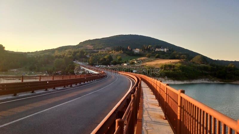Most Jeziorny Castreccioni, Cingoli, Macerata, Włochy fotografia royalty free