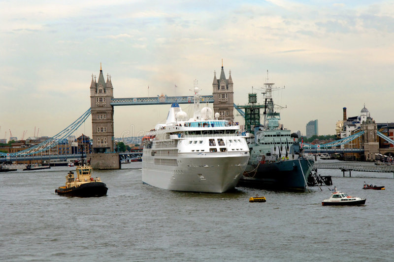 most London rejsu statku wieży obrazy stock