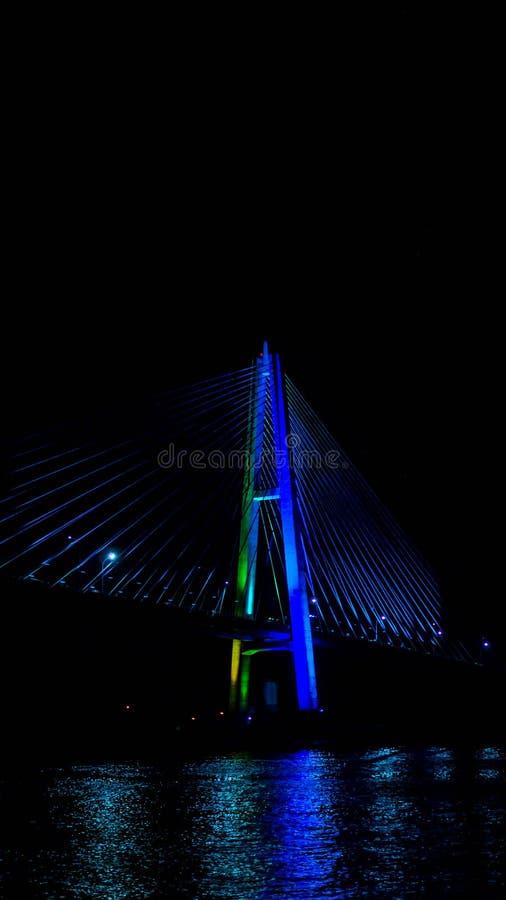 Most Mahkota w nocy zdjęcia stock