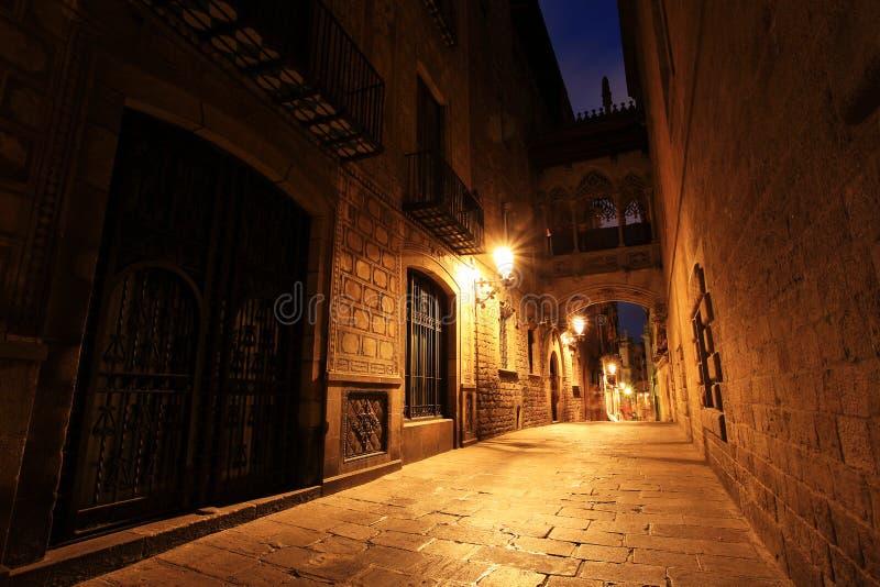 Most Między budynkami w Barri Gotic ćwiartce, Barcelona zdjęcie stock