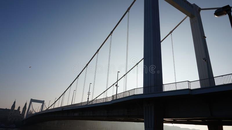 Most na niebie zdjęcia stock